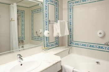 Royal Garden Palace - Bathroom  - #0