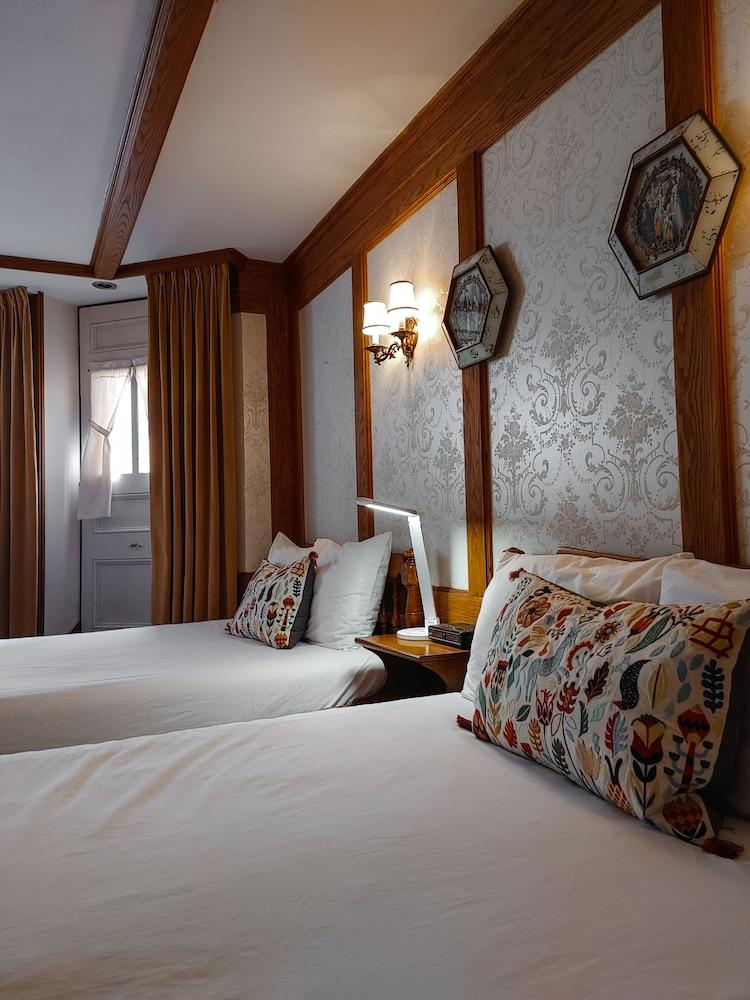 https://i.travelapi.com/hotels/9000000/8130000/8121100/8121093/45c05dea_z.jpg