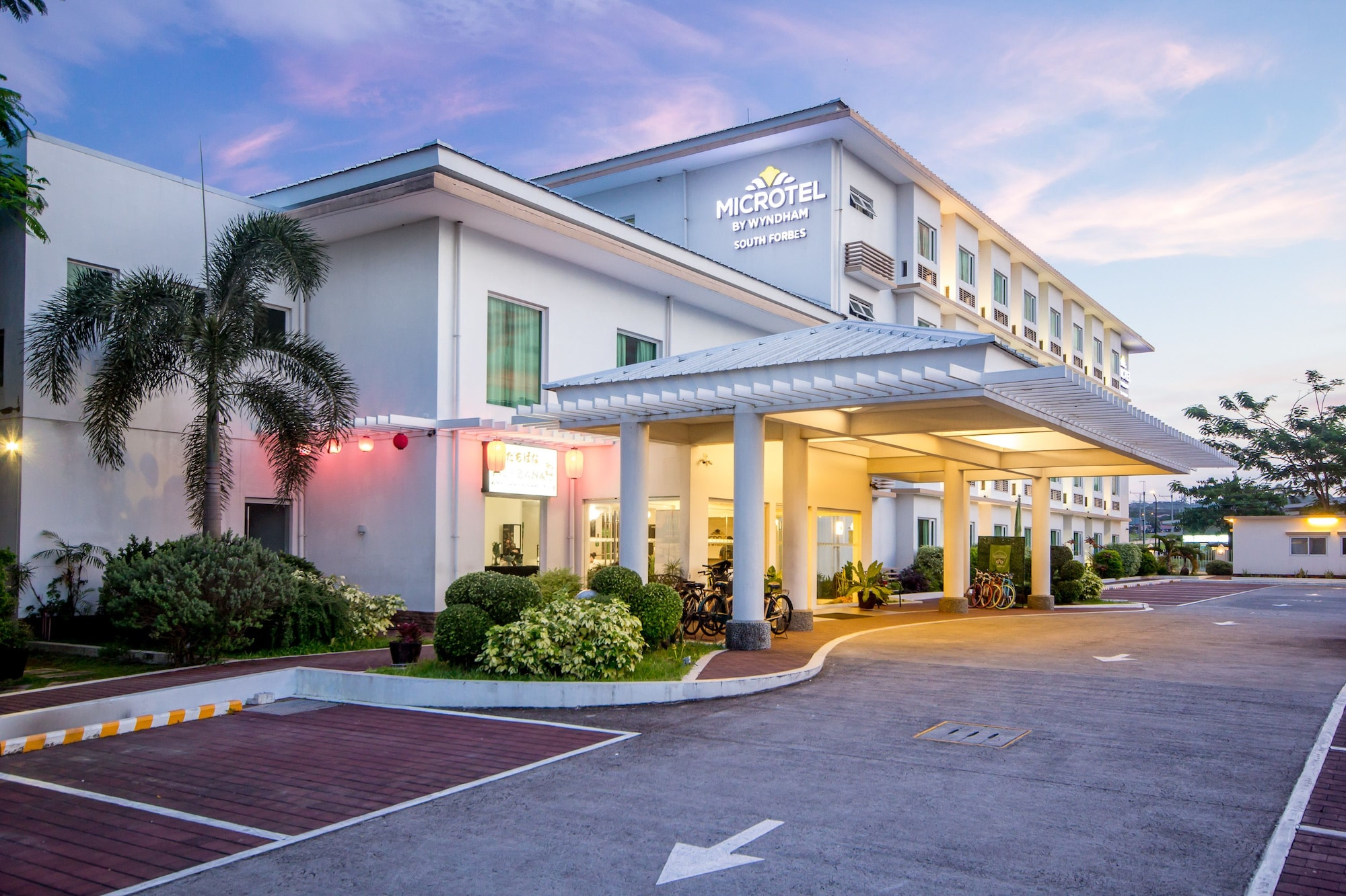 Microtel by Wyndham South Forbes near Nuvali, Silang
