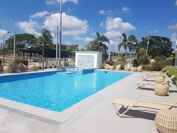 Microtel By Wyndham South Forbes Outdoor Pool