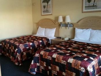 Guestroom at Budget Lodge of Mount Dora in Mount Dora