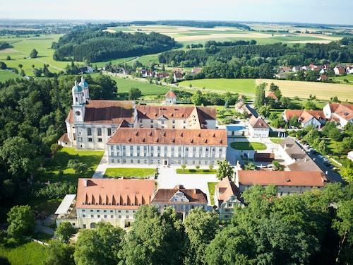 . Kloster Holzen Hotel