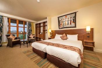Twin Room (Safari Hotel)