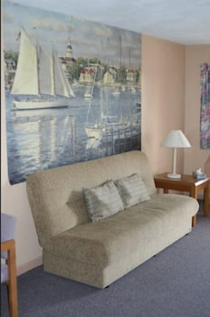 Suite, 2 Queen Beds, Refrigerator & Microwave - Rates based on double occupancy