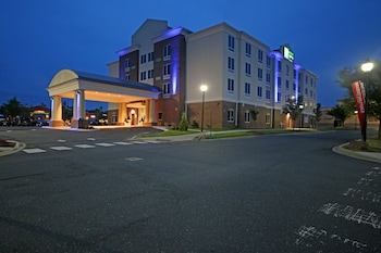 Hotel - Holiday Inn Express & Suites Charlotte North