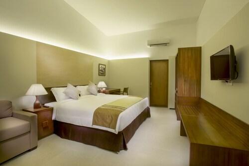 . Hotel Neo+ Green Savana Sentul City by ASTON