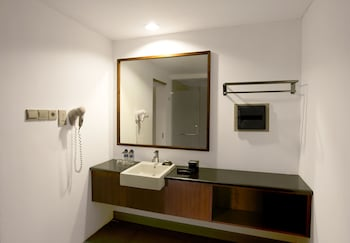 Hotel Neo+ Green Savana Sentul City - Bathroom  - #0
