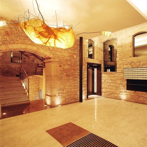 . Urbi Apartments