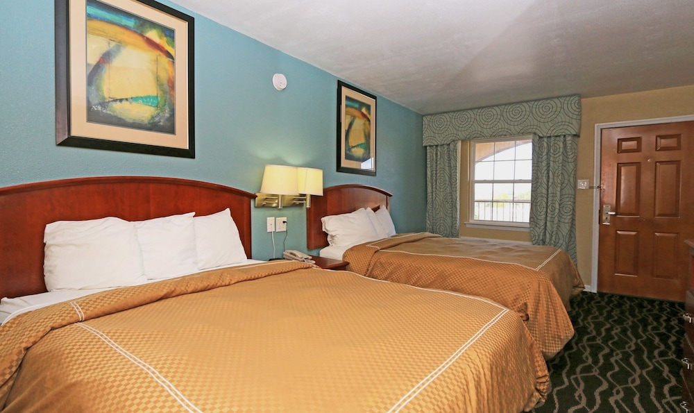 Basic Room, 1 Queen Bed, Accessible
