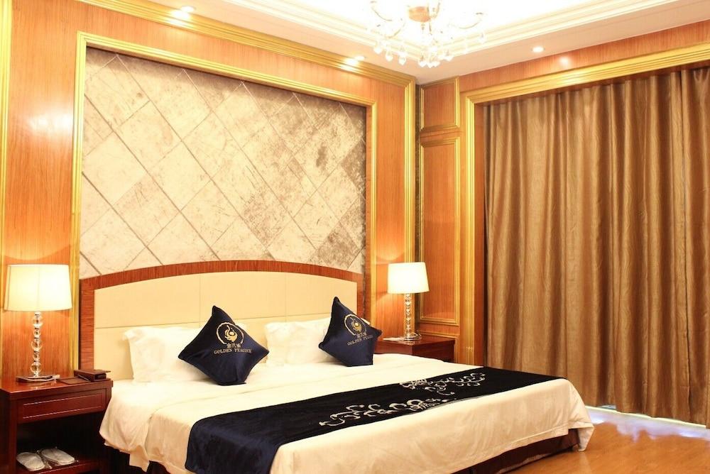 Golden Peacock Resort Hotel, Dondo