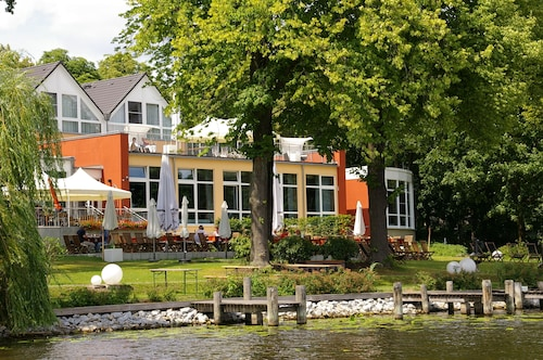 __{offers.Best_flights}__ DämeritzSeehotel