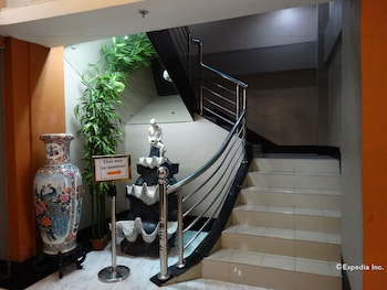 Silver Oaks Suite Hotel Manila Staircase