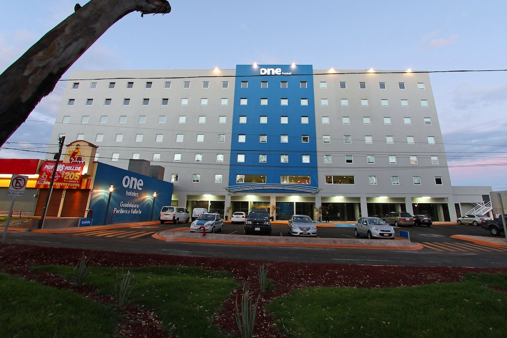 Hotel : Hotel Front 4 of 126