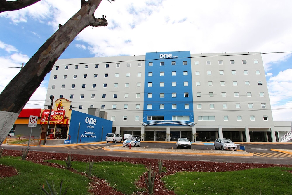 Hotel : Hotel Front 2 of 126