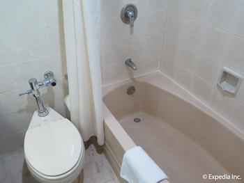 Casa Leticia Boutique Hotel Davao Bathroom