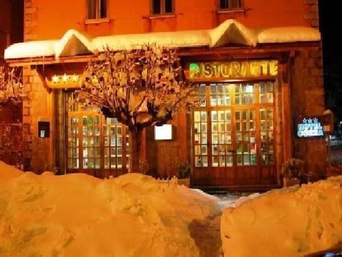 . Hotel Cozza