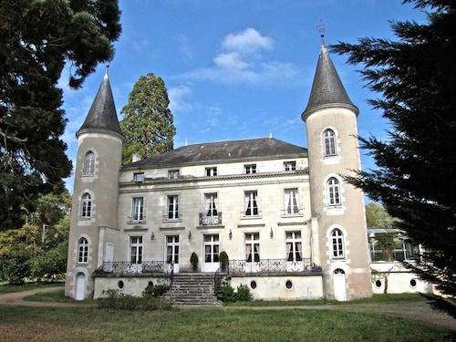 . Château les Vallées