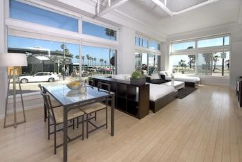 Large Oceanfront Studio