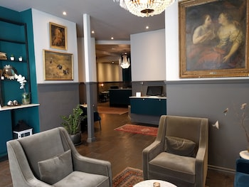Hotel - Queen's Hotel