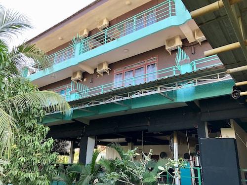 . River Dolphin Hotel
