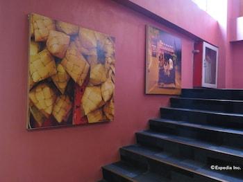 La Gloria Residence Inn Cebu Staircase
