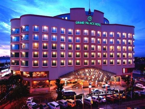 . Grand Palace Hotel