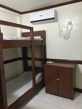 Wendy's Apartelle Boracay Guestroom
