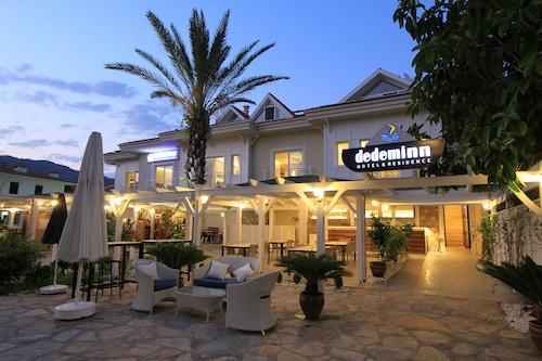. Dedeminn Marina Hotel