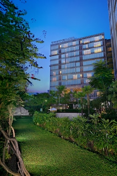 Hotel - The Grove Suites