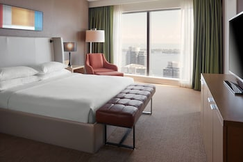 Room, 1 King Bed, View, Tower (CN Tower View)