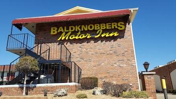 Hotel - Baldknobbers Inn