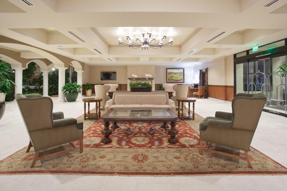 Classic Denver Suites