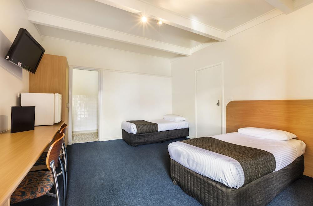 Sandbelt Club Hotel, Kingston - North