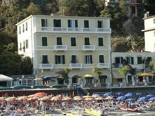 . Hotel Baia