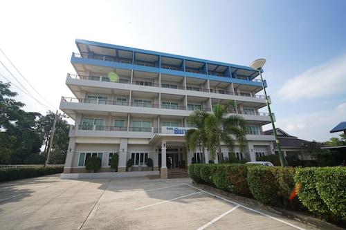 . Sea Mountain Khanom Hotel
