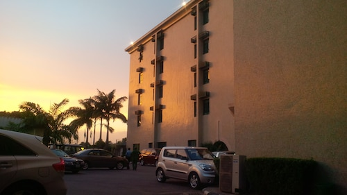 Denis Hotel, AbujaMun