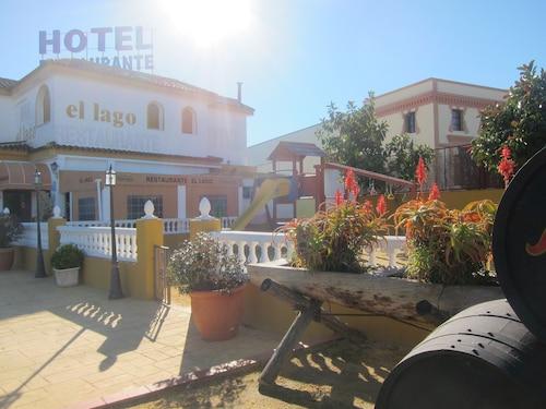 __{offers.Best_flights}__ Hotel Restaurante El Lago