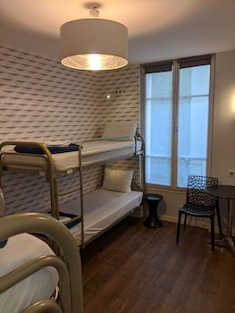 Deluxe Shared Dormitory, Mixed Dorm (4-Bed Dorm Ensuite 1 Person)