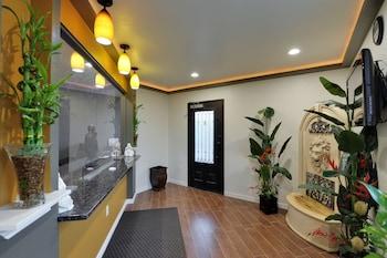 Interior Entrance at Romantic Inn & Suites in Dallas