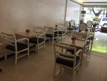 M Hotel Manila Dining