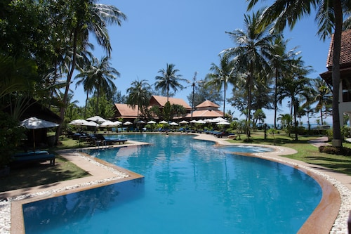 . Coral Hotel Bangsaphan