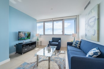 One-Bedroom Apartment with Bay View, no Balcony