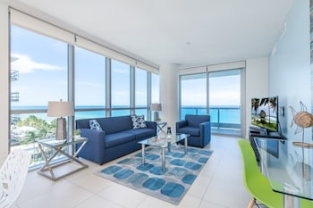 Corner One-Bedroom Apartment - Ocean Front and Pool View