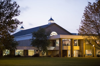Hotel - Hillsdale College Dow Hotel and Conference Center