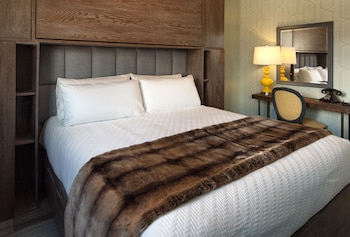 Room, 1 King Bed (Private)