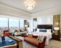 Grand Room, 1 King Bed, City View
