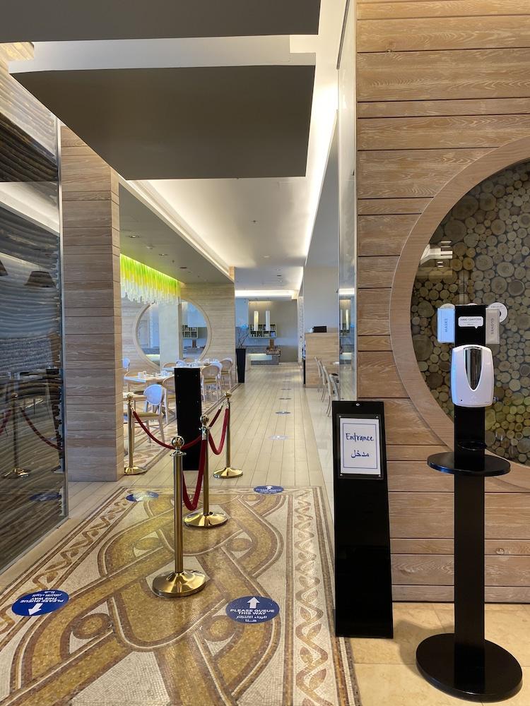 https://i.travelapi.com/hotels/9000000/8410000/8402000/8401907/0523af1e_z.jpg