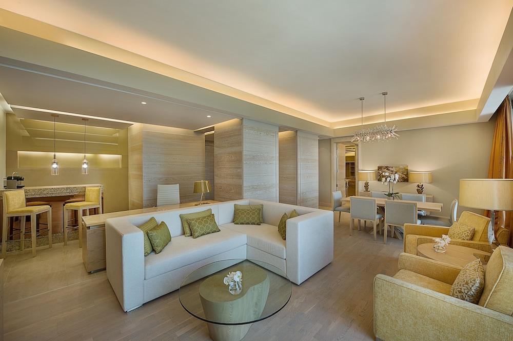 https://i.travelapi.com/hotels/9000000/8410000/8402000/8401907/6f516369_z.jpg