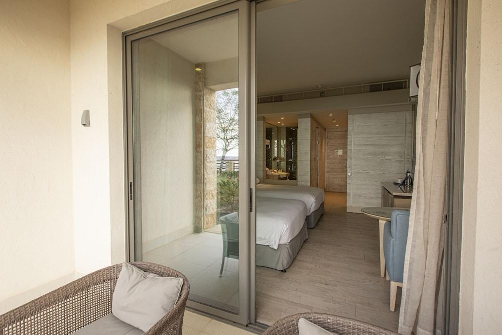https://i.travelapi.com/hotels/9000000/8410000/8402000/8401907/9adfdf97_z.jpg
