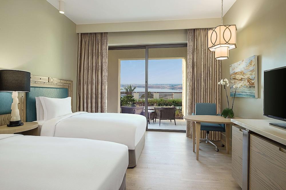 https://i.travelapi.com/hotels/9000000/8410000/8402000/8401907/9fb70522_z.jpg